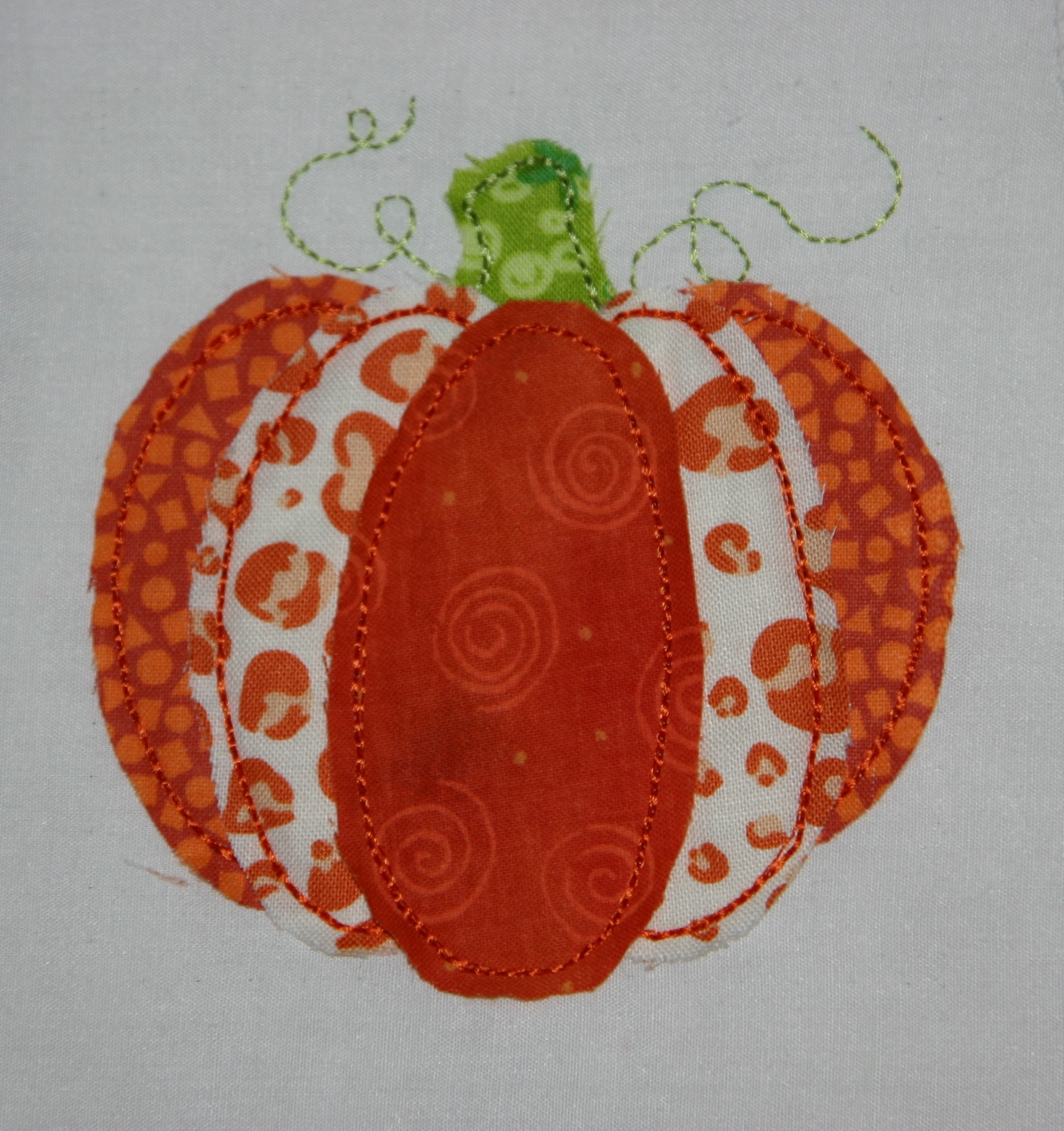 Raggy pumpkin applique design